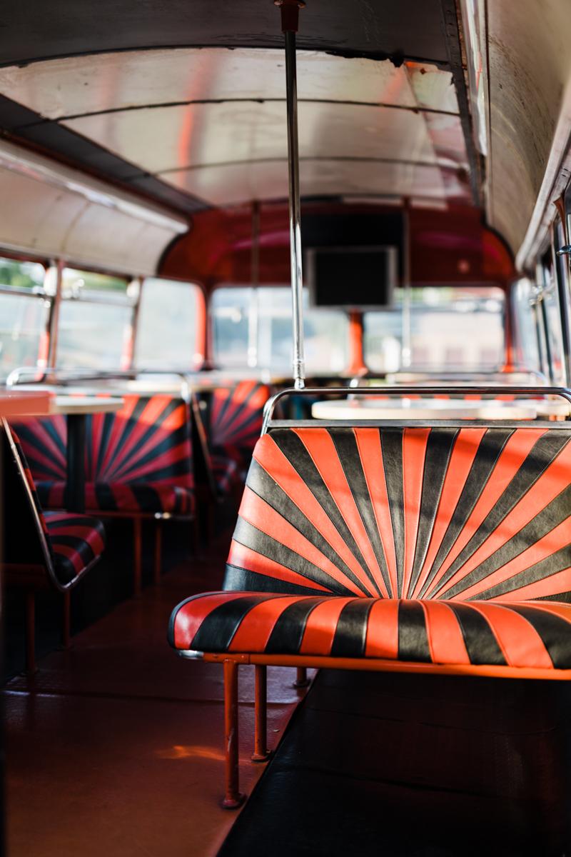 czerwony autobus londyński na ślub